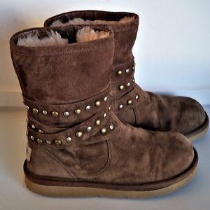 UGG Studded Wrap Belt Boots Size 6 SN 3329